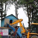 सामुदायिक वन क्षेत्र अतिक्रमण गरी बनाएको घर टहरा भत्काइयो