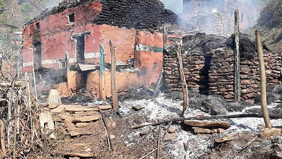 आगलागीबाट घर नष्ट